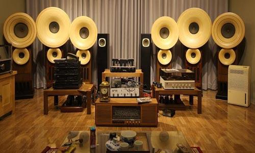 Loa toàn dải dễ dàng phối hợp với các thiết bị âm thanh khác